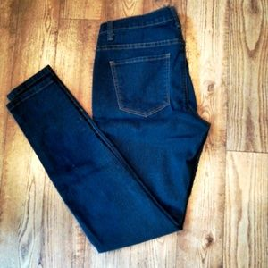 Selling second hand jeans